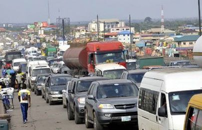 Robber on Lagos-Ibadan arrested while attacking commuters