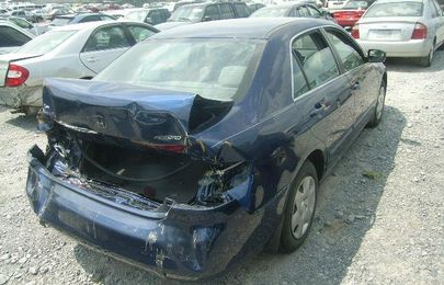 Just in! Thieves vandalize vehicles parked at car shop in Lagos