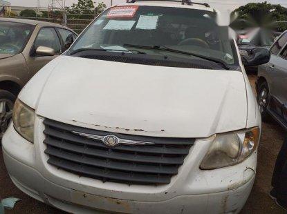 Chrysler Town 2006 White for sale