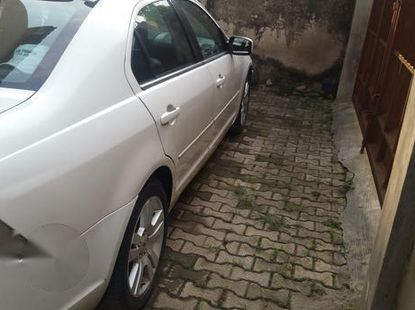 Clean Ford Fusion 2009 White for sale