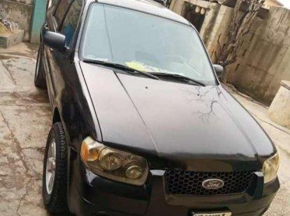 Clean Ford Escape 2005 black for sale