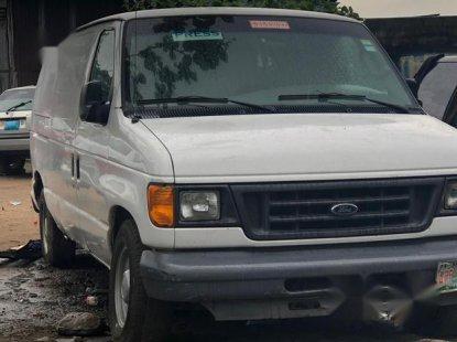 Ford E-150 2004 Van White for sale