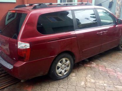 Well maintained red 2009 Kia Sedona automatic for sale at price ₦1,700,000