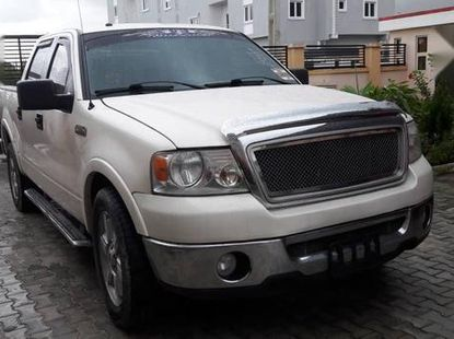 Well maintained white 2007 Ford F-150 pickup automatic for sale