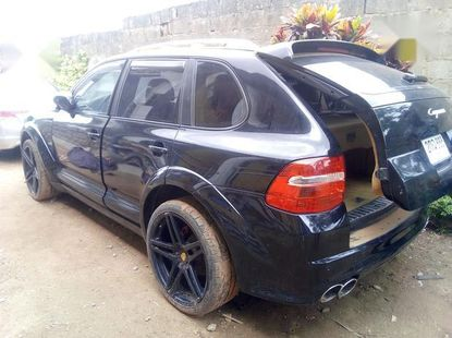 Need to sell cheap used 2013 Porsche Cayenne sedan in Lagos
