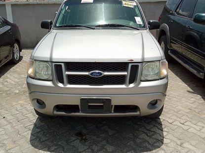 Used gold 2005 Ford Explorer automatic car at attractive price