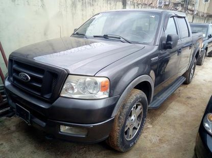 Clean and neat used grey/silver 2004 Ford F-150 automatic in Lagos at cheap price