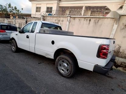 Sell well kept 2006 Ford F-150 automatic at mileage 159,000