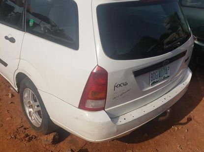 Sell white 2004 Ford Focus estate manual at mileage 185,046