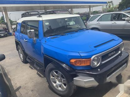 Well maintained 2009 Toyota FJ CRUISER suv automatic for sale in Ikeja