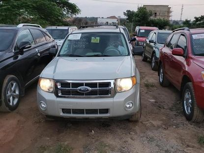 Need to sell white 2008 Ford Escape suv at price ₦2,100,000
