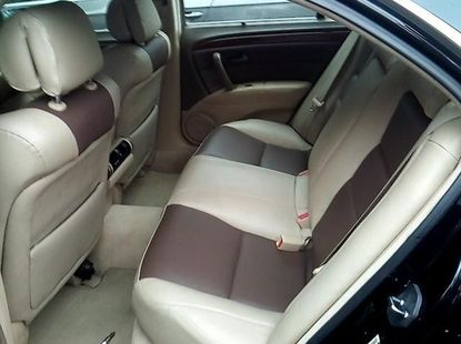 Selling grey/silver 2005 Acura RL automatic in Lagos