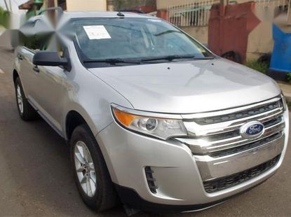 Sell well kept 2013 Ford Edge suv / crossover automatic at mileage 86,000