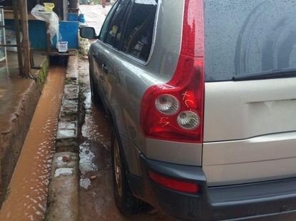 Clean Tokunbo Volvo XC90 2005 2.5 T Gold