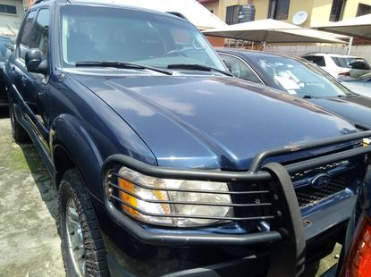 Very sharp neat 2004 Ford Explorer for sale in Lagos