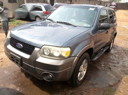 Neat Foreign used Ford Escape 2005 Blue