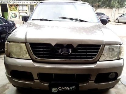 Selling 2002 Ford Explorer automatic