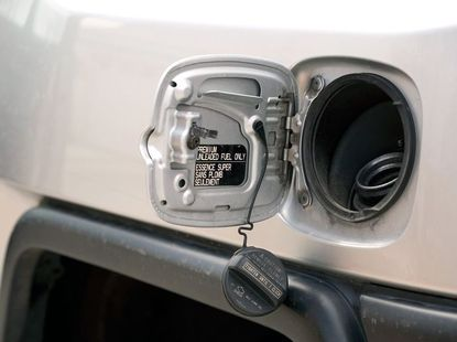 Water enters your car's fuel tank: how to deal with it