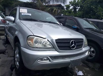 Neat Foreign used 2004 Mercedes-Benz ML350