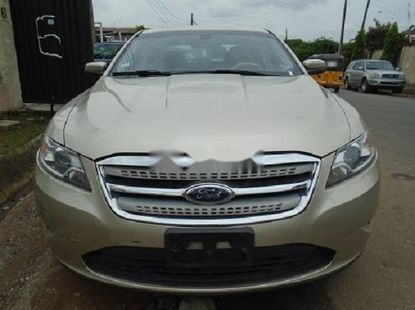 Neat Nigerian used Ford Taurus Petrol
