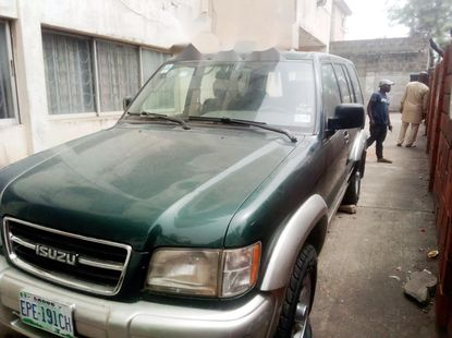 Nigeria Used Isuzu Trooper 2000 Model Green