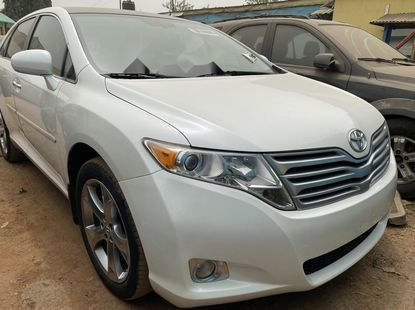 Foreign Used 2009 White Toyota Venza for sale in Lagos