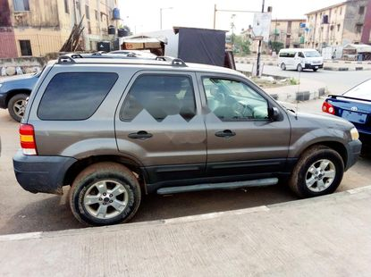 Foreign Used Ford Escape 2005 Model Gray