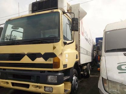 Foreign Used DAF 75CF 2000 Model Yellow