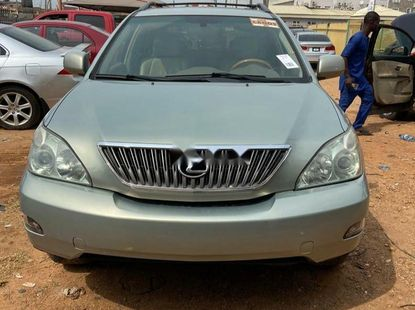 Foreign Used 2005 Silver Lexus RX for sale in Oyo.