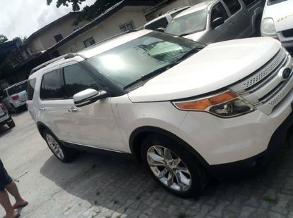 Foreign Used 2014 White Ford Explorer for sale in Lagos.
