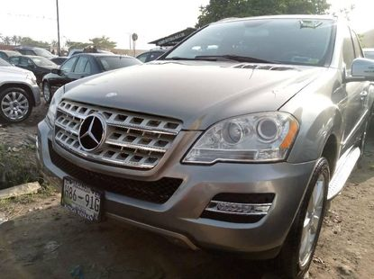 Clean Foreign Used 2010 Grey Mercedes-Benz ML350 for sale in Lagos.
