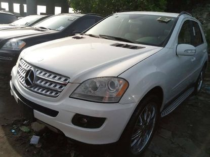 Foreign Used 2007 White Mercedes-Benz ML350 for sale in Lagos.