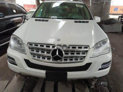 Foreign Used 2011 White Mercedes-Benz ML350 for sale in Lagos.