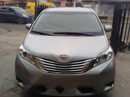 Foreign Used Toyota Sienna 2015 Model Silver