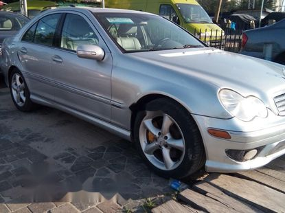 Foreign Used Mercedes-Benz C240 2006 Modal