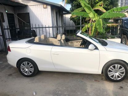 Open Roof Foreign Used 2008 Volkswagen Eos for sale in Lagos.