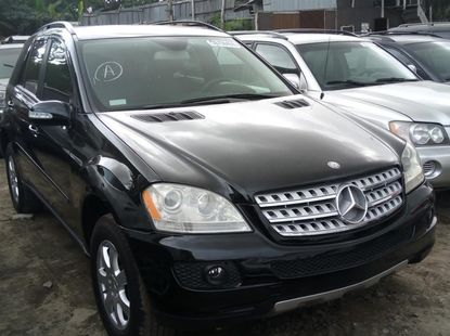 Foreign Used 2007 Black Mercedes-Benz ML350 for sale in Lagos.