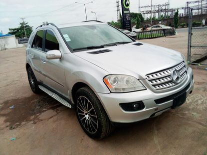 Locally Used 2006 Silver Mercedes-Benz ML350 for sale in Lagos.