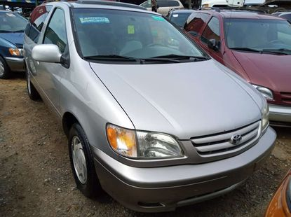 Foreign used 2002 Toyota sienna