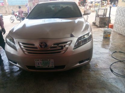 Selling gold 2008 Toyota Camry sedan automatic at price ₦1,650,000