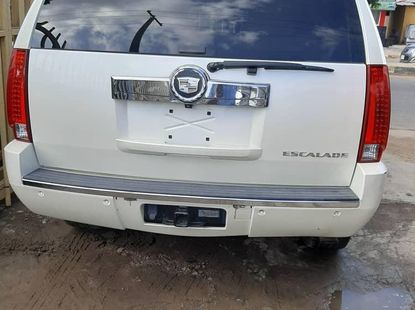 Foreign Used white 2010 Cadillac Escalade suv  automatic for sale