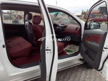 Tokumbo 2015 Toyota  Hilux