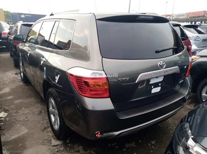 Very clean foreign used 2010 Toyota highlander