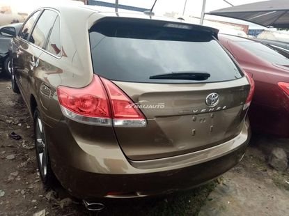 Very sharp foreign used 2010 Toyota venza