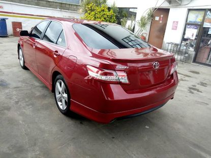 CLEAN Toyota Camry SE 2010
