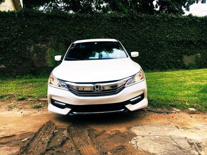 2016 Honda Accord sports pearl white