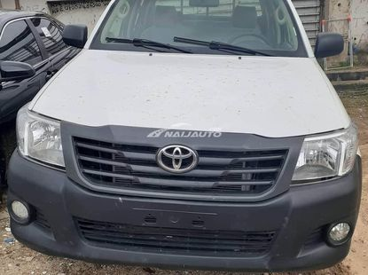 Clean Used 2009 Toyota Hilux For sale