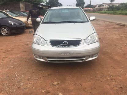 Clean 2006 Toyota corolla is available