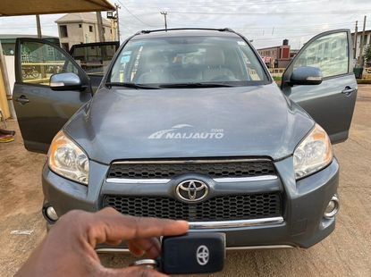 Mint 2011 Toyota Rav4 Limited With Thumb Start