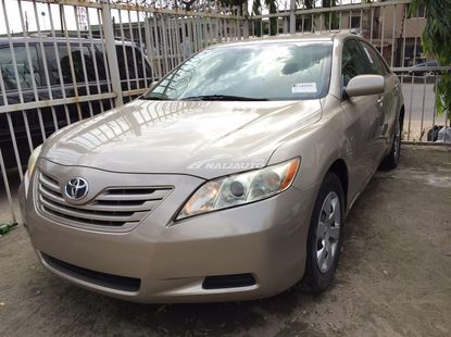 Sparkling Clean Toyota Camry LE 2007